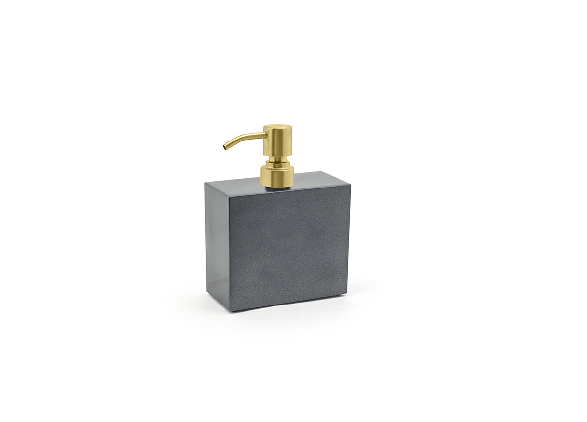 28oz New York Pump - Onyx with Matte Brass Top